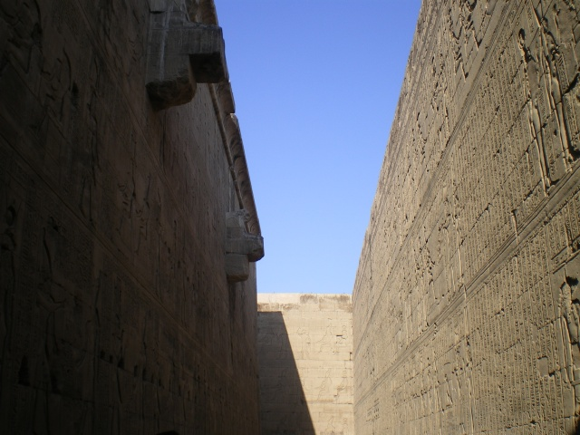 Walls and walls of carved drawings