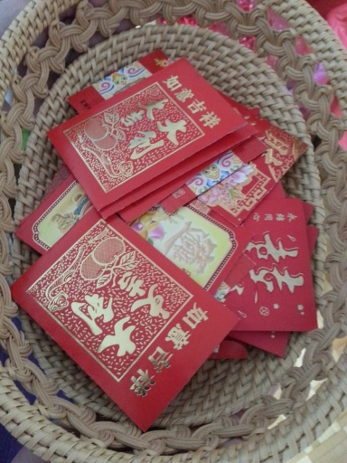 Red envelope from the bride's family to the couple for blessings