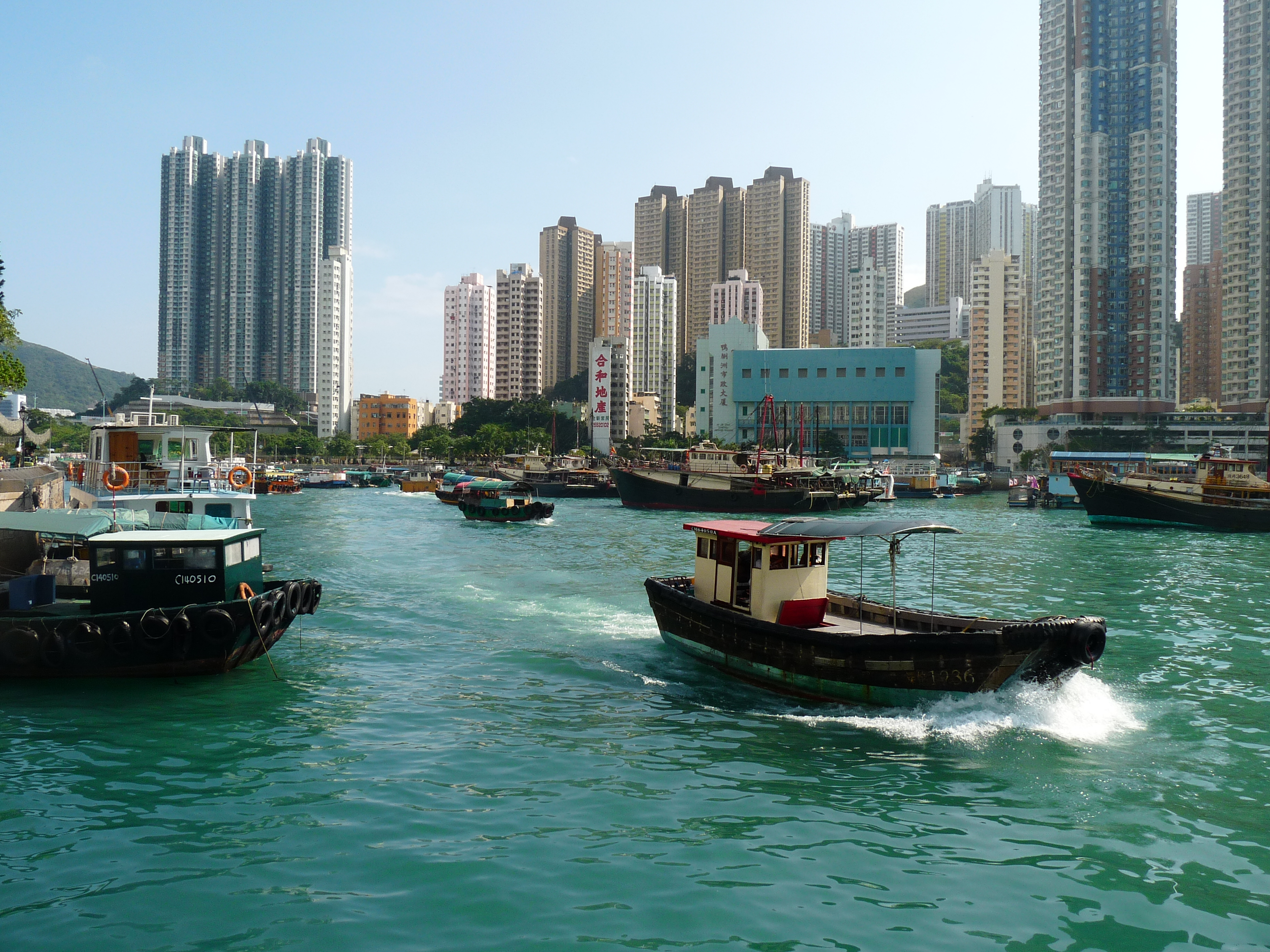 On my way to Lamma Island, surrounded by boats :)