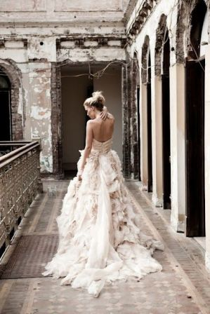I want this dress if I were to get married! ;)