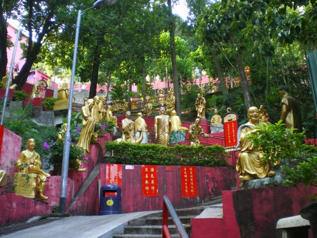 Ten Thousand Buddha Monastery