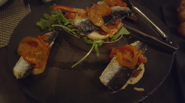 Filetes de Sardinha Grelhados (grilled sardine fillets, bread croutons)