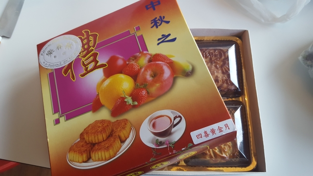 moon cakes chow's